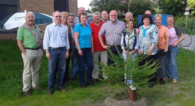 UWG pflanzt den Baum des Jahres