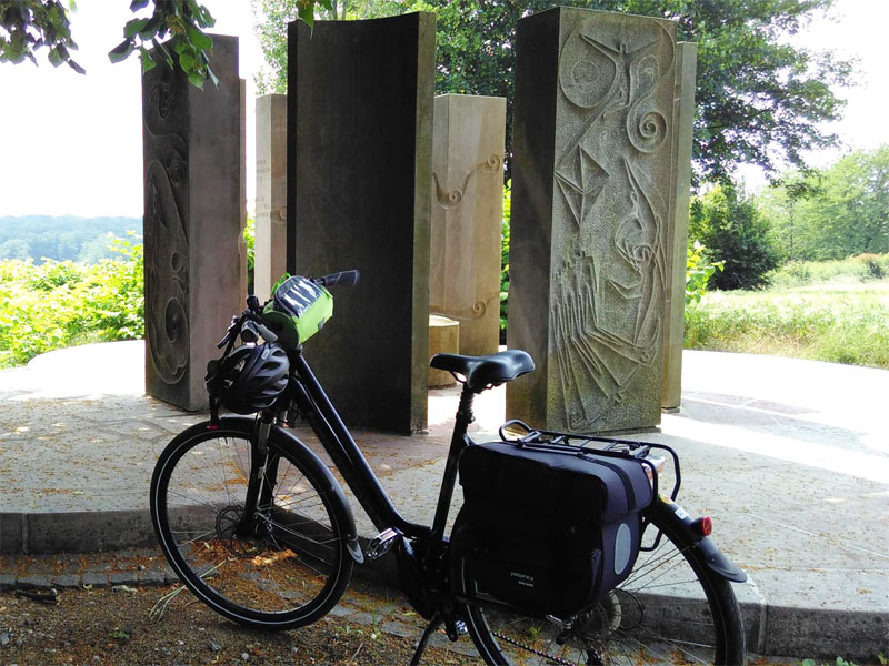 Fahrrad vor dem Freiherr-vom-Stein-Denkmal Cappenberg