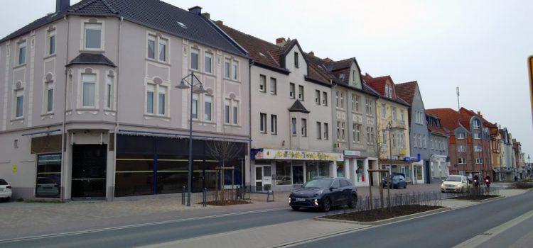 Alte Häuser an der Kreisstraße